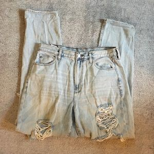American Eagle Destroyed High Rise Mom Jean